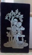 Les amoureux de peynet figurines  en etain sur  le banc